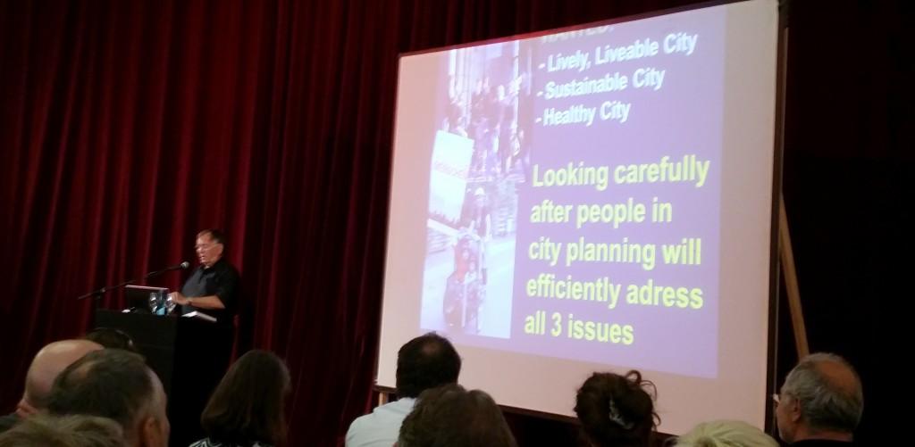 Für lebenswerte, nachhaltige und gesunde Städte warb Jan Gehl in seinem Vortrag in Freiburg (Foto: M. Managò)