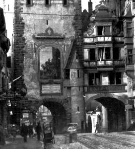 Das Martinstor mit St. Martin auf einem alten Foto.
