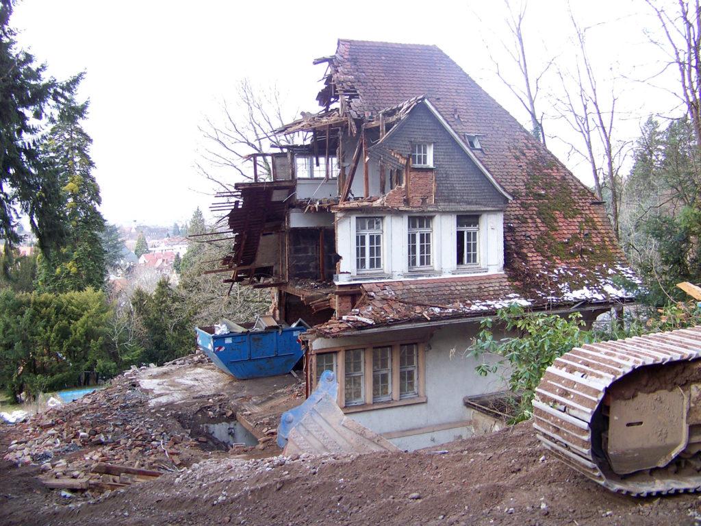 Das Haus in der Wintererstraße 28 stand unter Denkmalschutz, wurde aber dennoch mit fadenscheinigen Beründungen abgerissen!