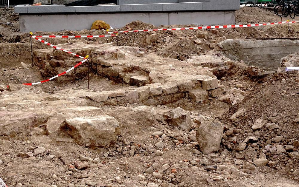 Gefundene Mauerreste der Synagoge (Fotos: Dr. W. Deppert)
