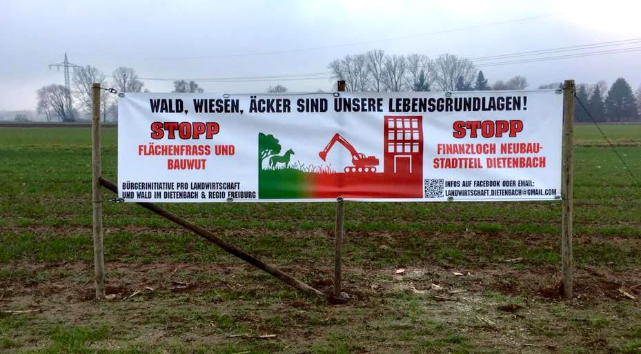 Protest der Eigentümer und Bauern gegen die Vernichtung der landwirtschaftlichen Flächen im Dietenbach (Foto: W. Deppert)
