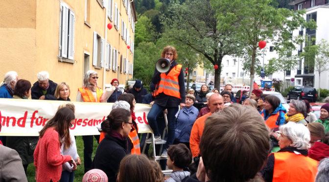 Demo in der Quäkerstr. für den Erhalt aller Gebäude