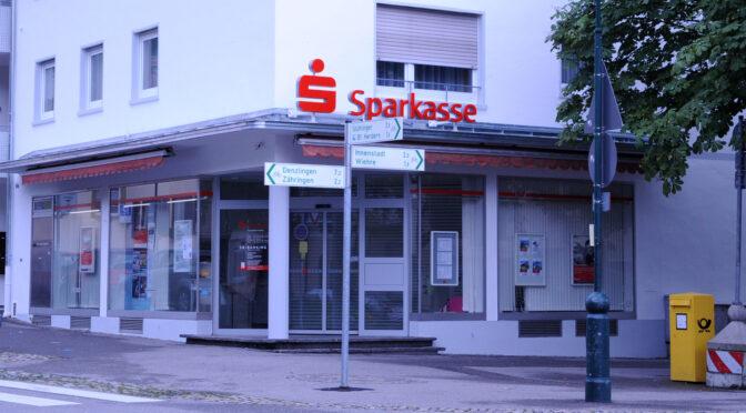 Zu den Filialen-Schließungen der Sparkasse Freiburg